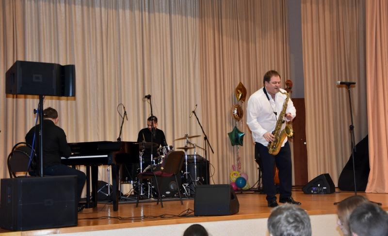 Вадим Бреев организовал в Троицке джазовой концерт с участием Антона Румянцева