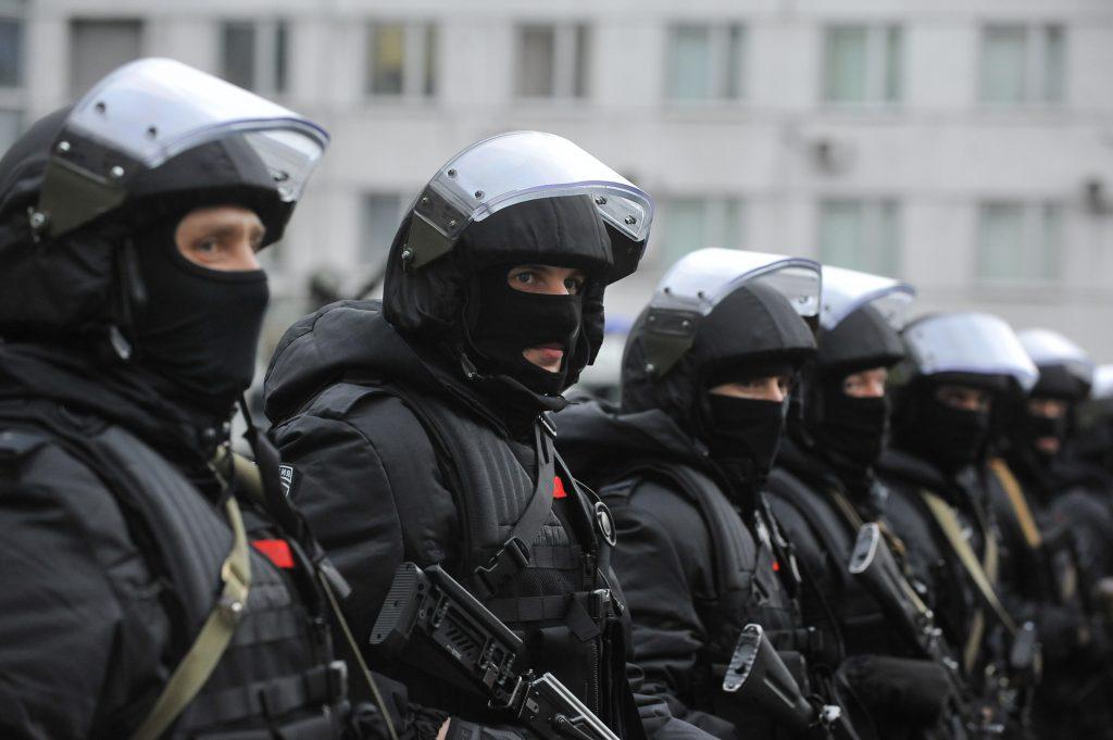 Из-за «бомбы» в Новой Москве эвакуировали школу, работает полиция