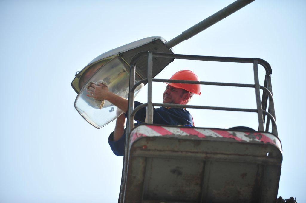 На улицах Щербинки заменят 30 фонарей