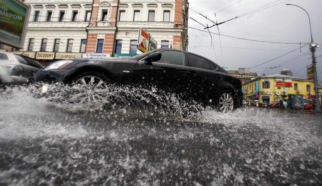В четверг москвичей ждет потепление и усиленный дождь