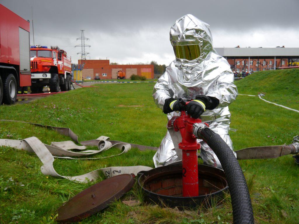 Пожарно-тактические учения прошли на нефтебазе в Новой Москве