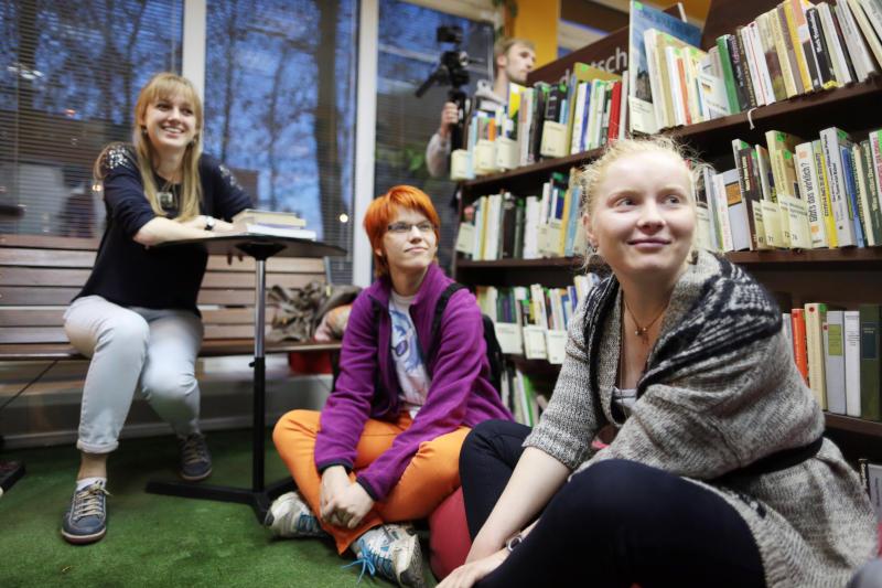Встречу с поэтом Виктором Бурдюгом организуют в библиотеке Михайлово-Ярцевского