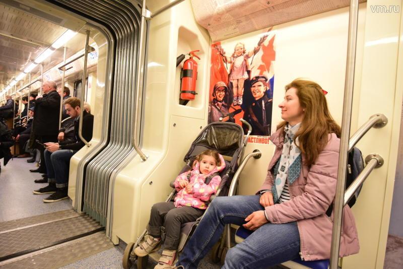 Стикеры с правилами поведения развесят в поездах метро Москвы