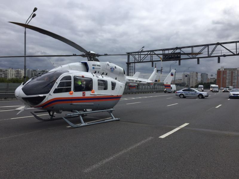 Пострадавшего после ДТП в ТиНАО эвакуировал вертолет