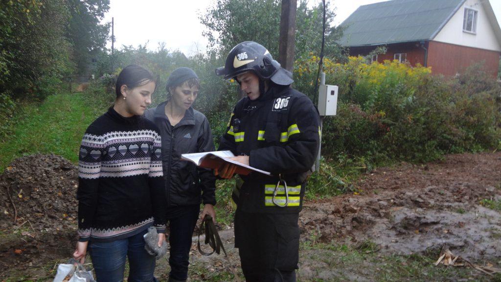 Спасатели Новой Москвы вывели из леса заблудившуюся женщину