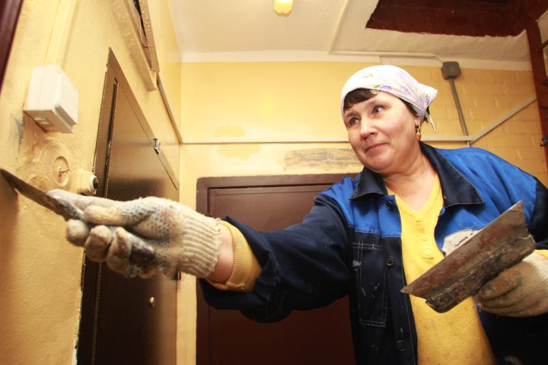 Новые двери установят в подъездах Марушкинского