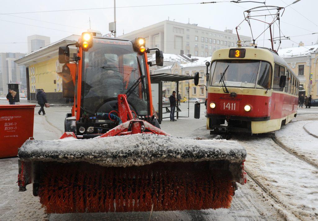 Москва приготовила пять тысяч машин для борьбы со снегопадом