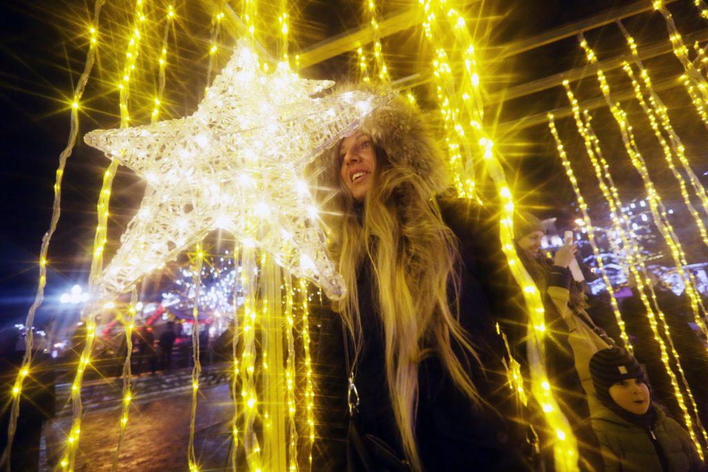 Гости Парка Горького увидят огромную «елку-куб»