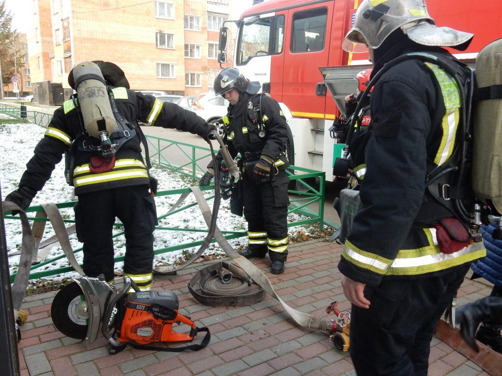 Пожарные 305 отряда провели тренировку в здании администрации поселения Новофедоровское