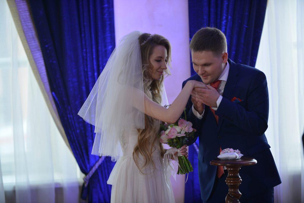 На День матери в Москве ожидают «брачный бум»