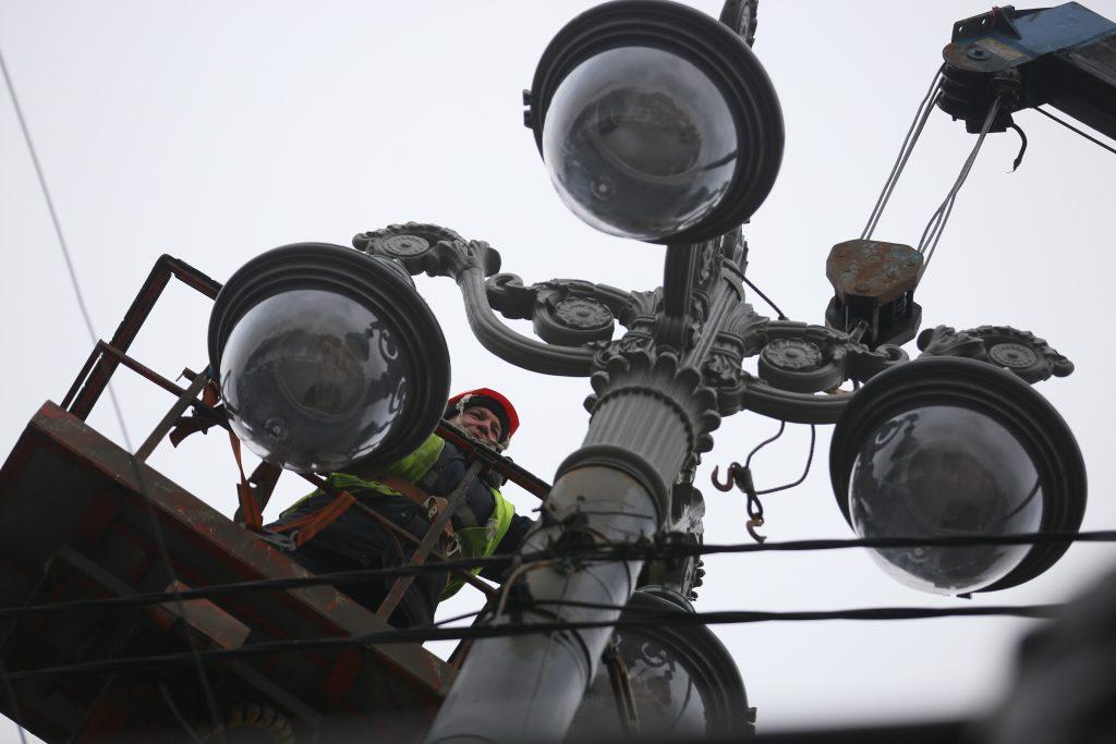 Освещение футбольного поля обновят в Киевском