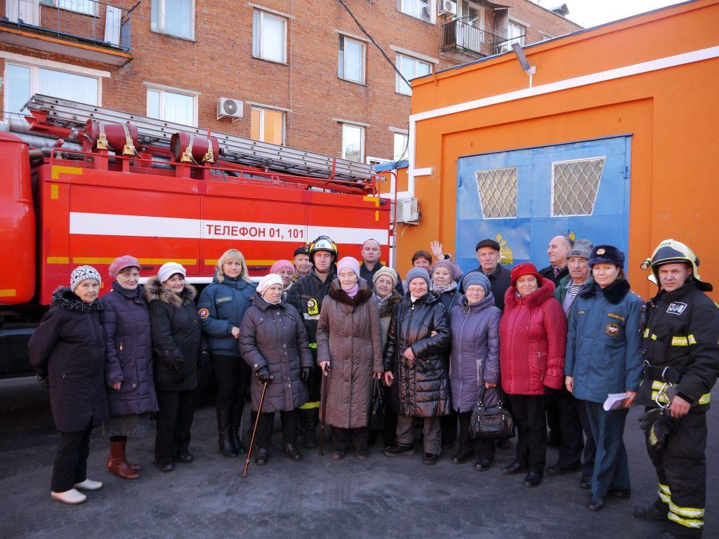 Пожарные Троицка провели экскурсию для пожилых жителей