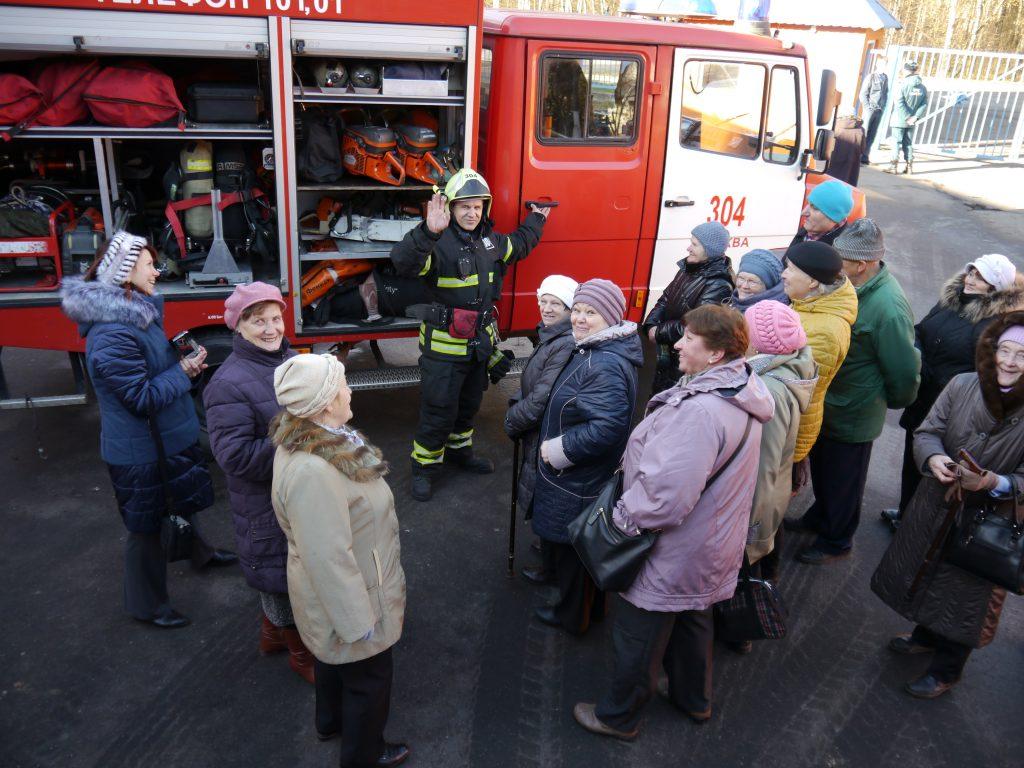 Пожарные Новой Москвы провели встречу с жителями
