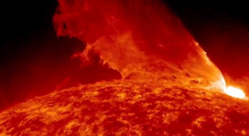 В центре Солнца возник плазменный «фонтан»