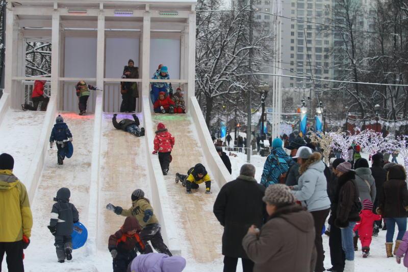 Жители Новой Москвы смогут покататься на ледовых горках. Фото: архив, «Вечерняя Москва»