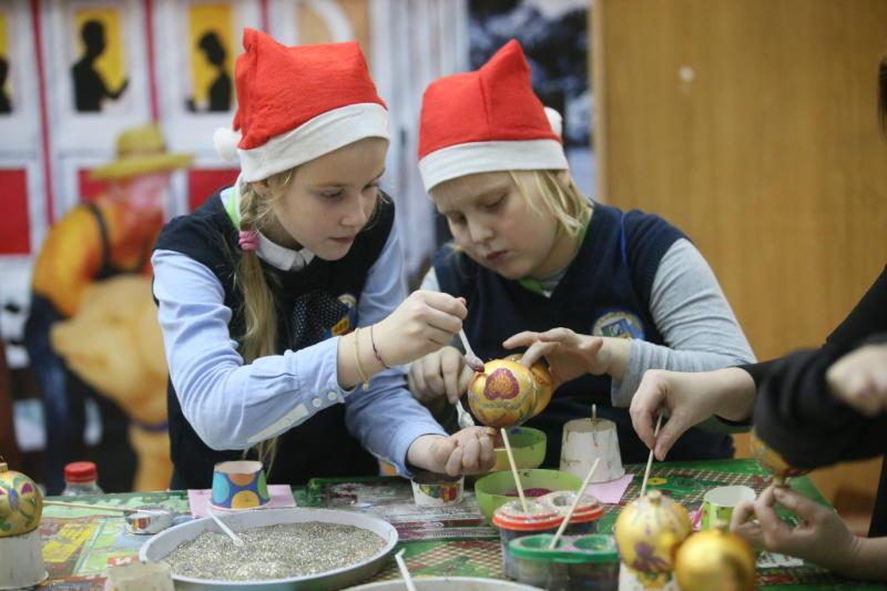 Жители Сосенского посетят фабрику елочных игрушек