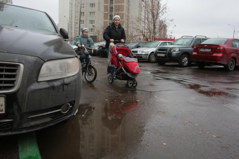 Новую парковочную зону обустроили в Кокошкино
