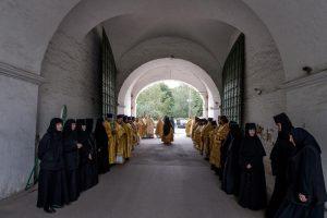 Священнослужители Щаповского приняли участие в благотворительной акции. Фото: Александр Казаков, «Вечерняя Москва»