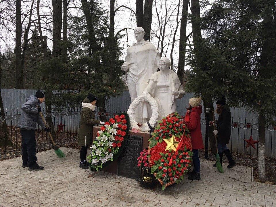Акция по приведению в порядок памятников прошла в Кленовском