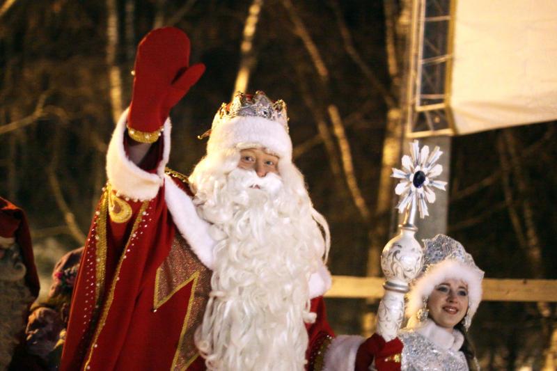 Юные жители Марушкинского смастерят елочные игрушки ко дню рождения Деда Мороза. Фото: Анна Иванцова, «Вечерняя Москва»
