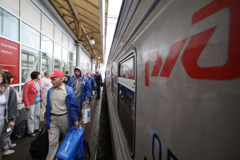 Продажу билетов в плацкартные и общие вагоны поездов дальнего следования приостановили
