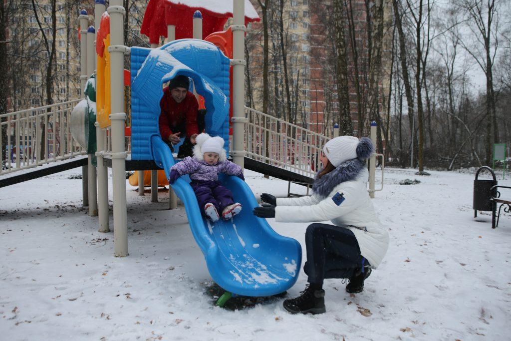 Стоп-кадр : дети Московского встречают зиму
