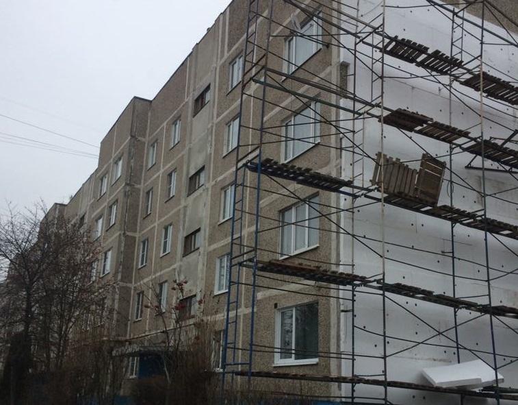 Стены многоквартирного дома утеплили в Щаповском