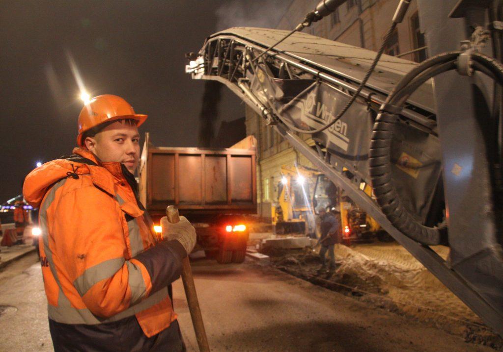 Более 2500 кубических метров асфальтовой крошки завезли в Кленовское