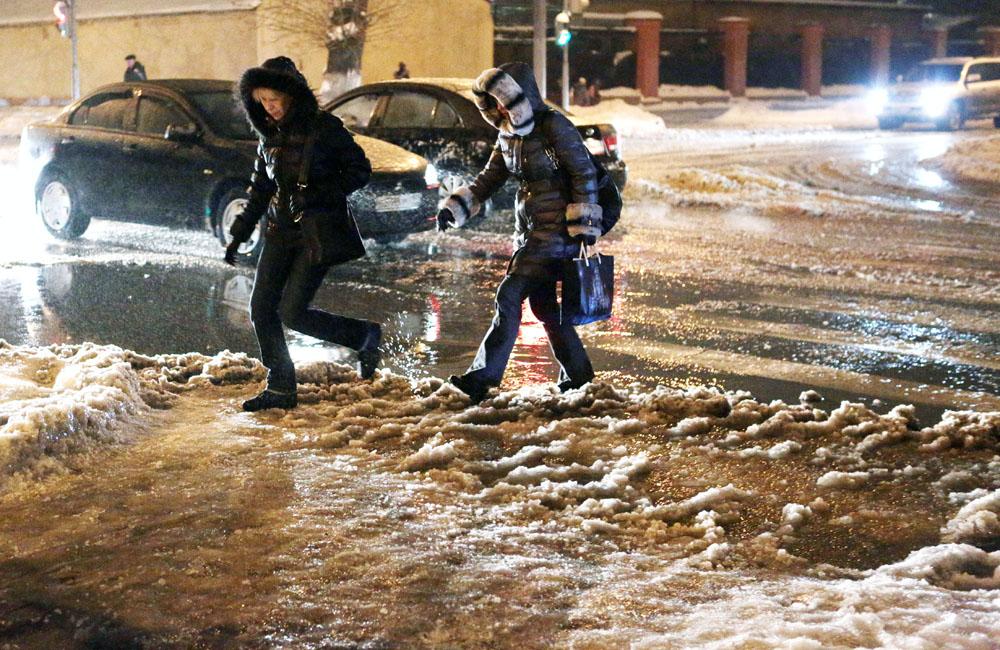 Гололед привел к травмам 16 москвичей в понедельник