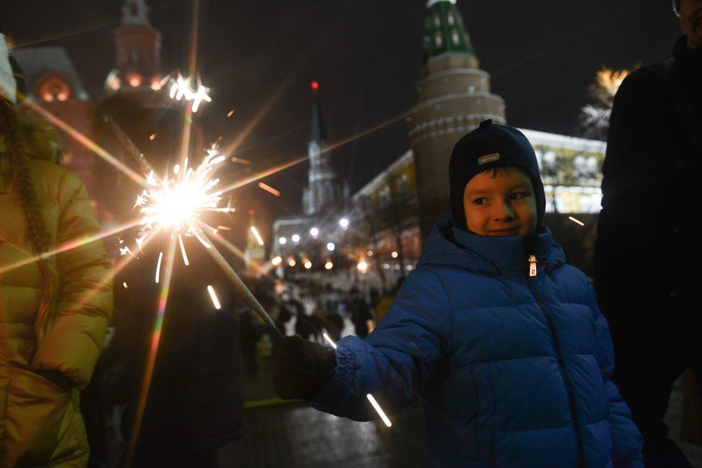 Световые шоу в центре Москвы познакомят с Новым годом и Рождеством