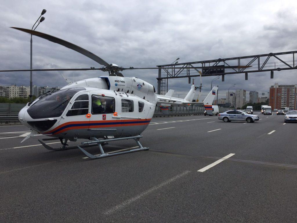Санитарный вертолет прилетел на место жесткого ДТП с маршруткой в Новой Москве
