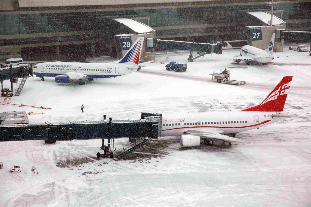 Московские аэропорты отменили 112 рейсов из-за снегопада