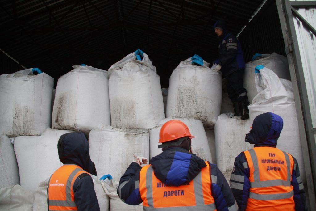 Более 40 тонн реагентов завезли во Внуковское