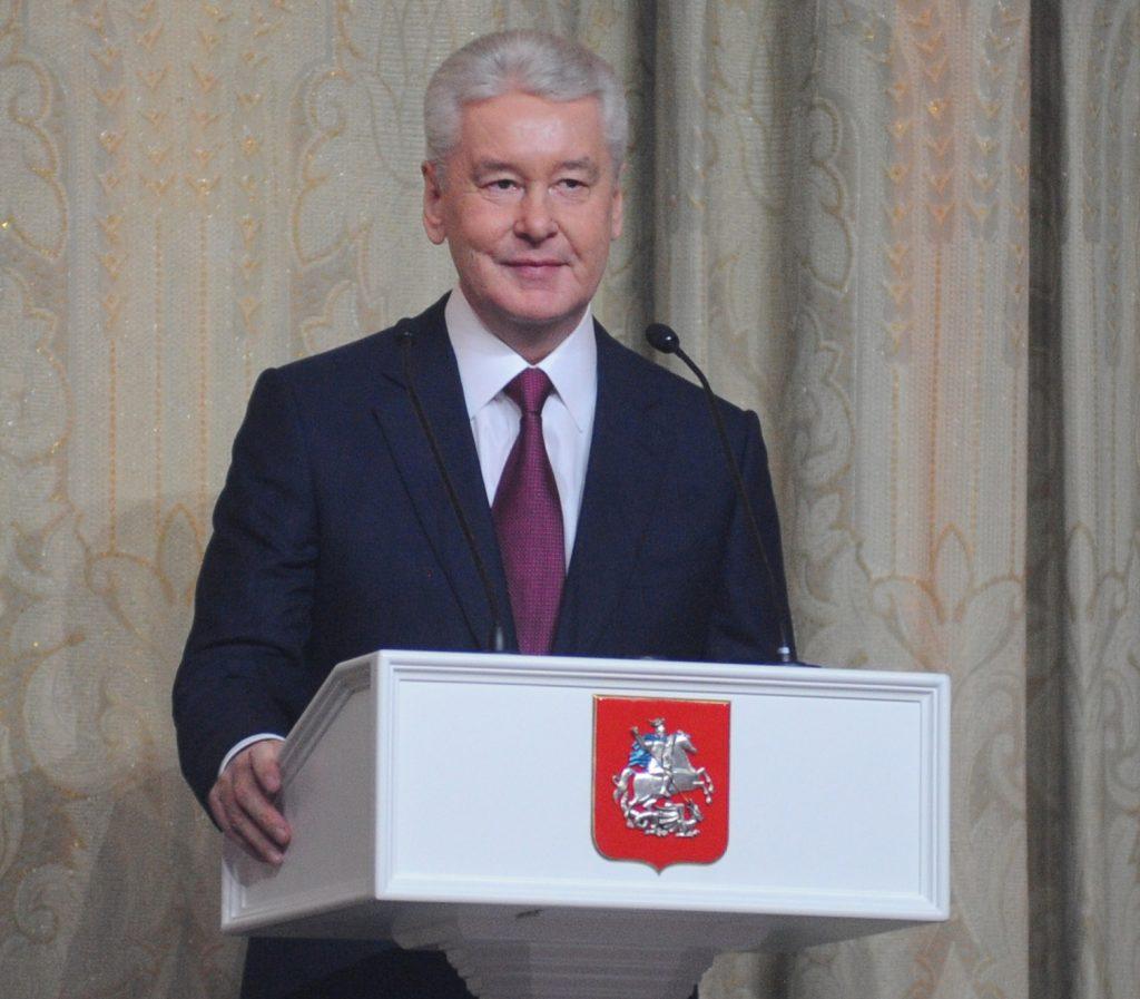 Мэр Москвы объявил бесплатную парковку на праздники