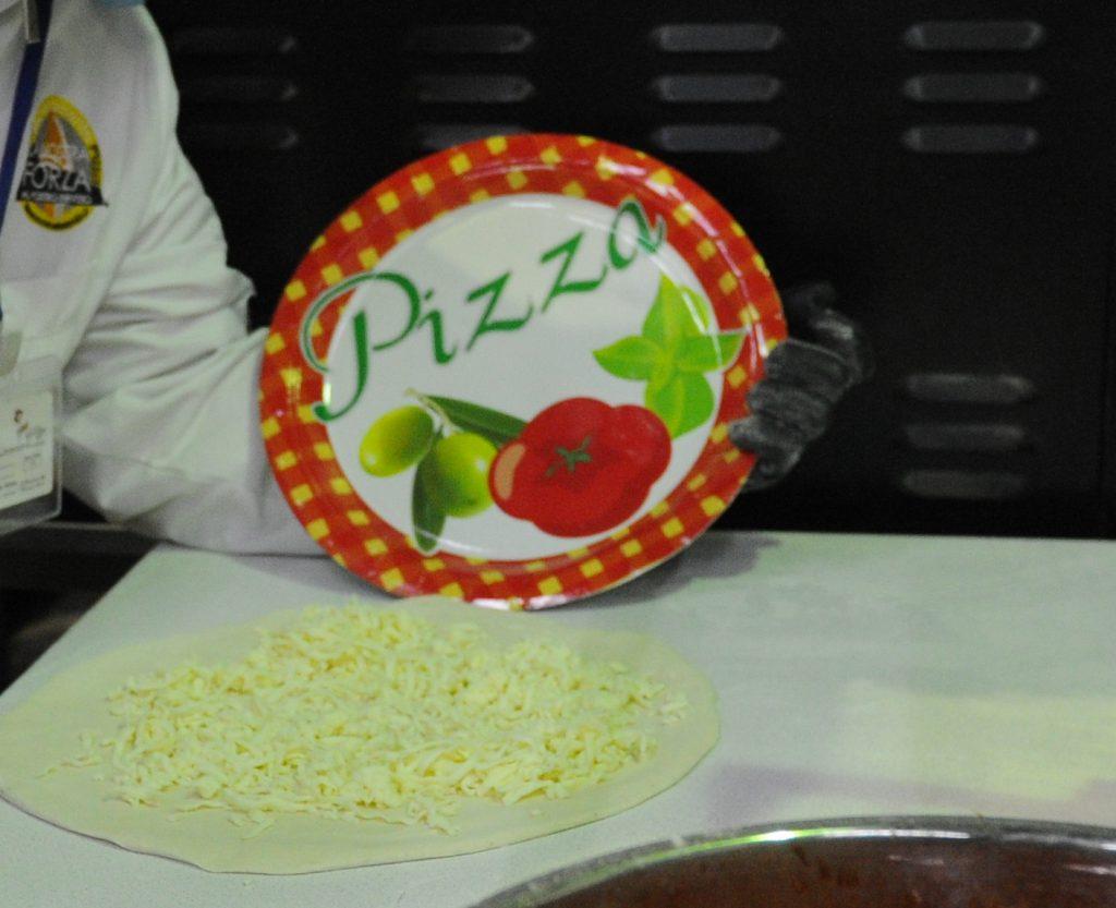 Итальянец научил российских космонавтов готовить пиццу на МКС