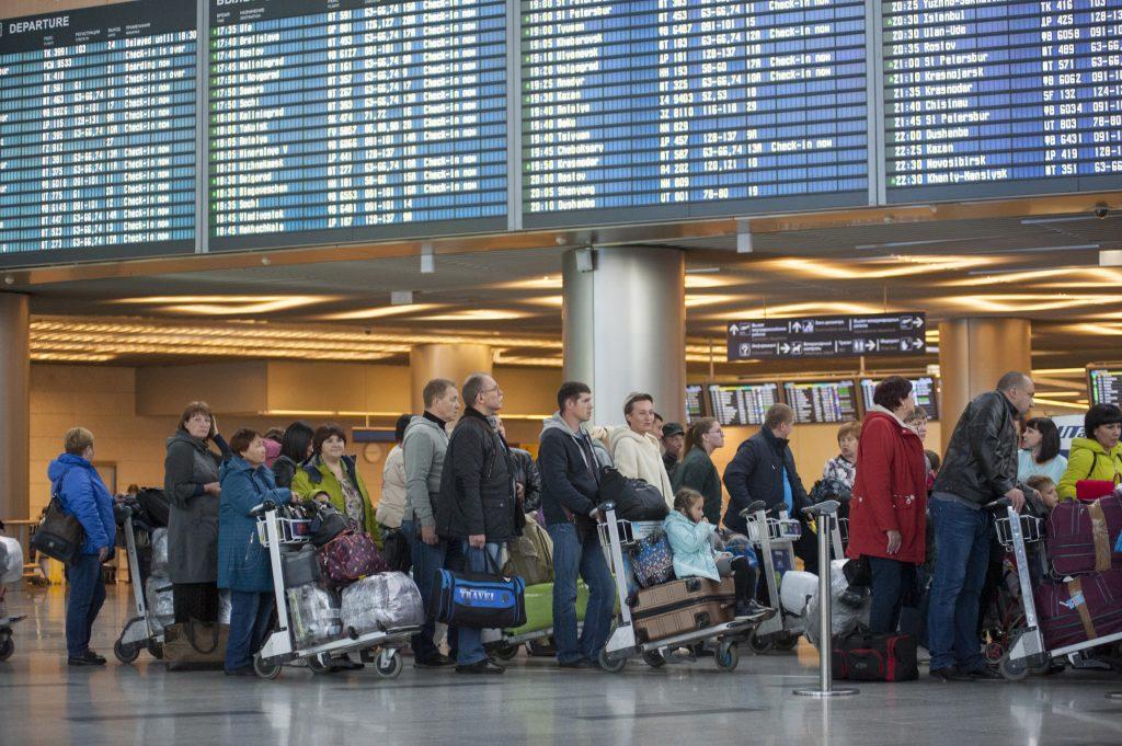 Более 30 рейсов отменили и задержали в столичных аэропортах