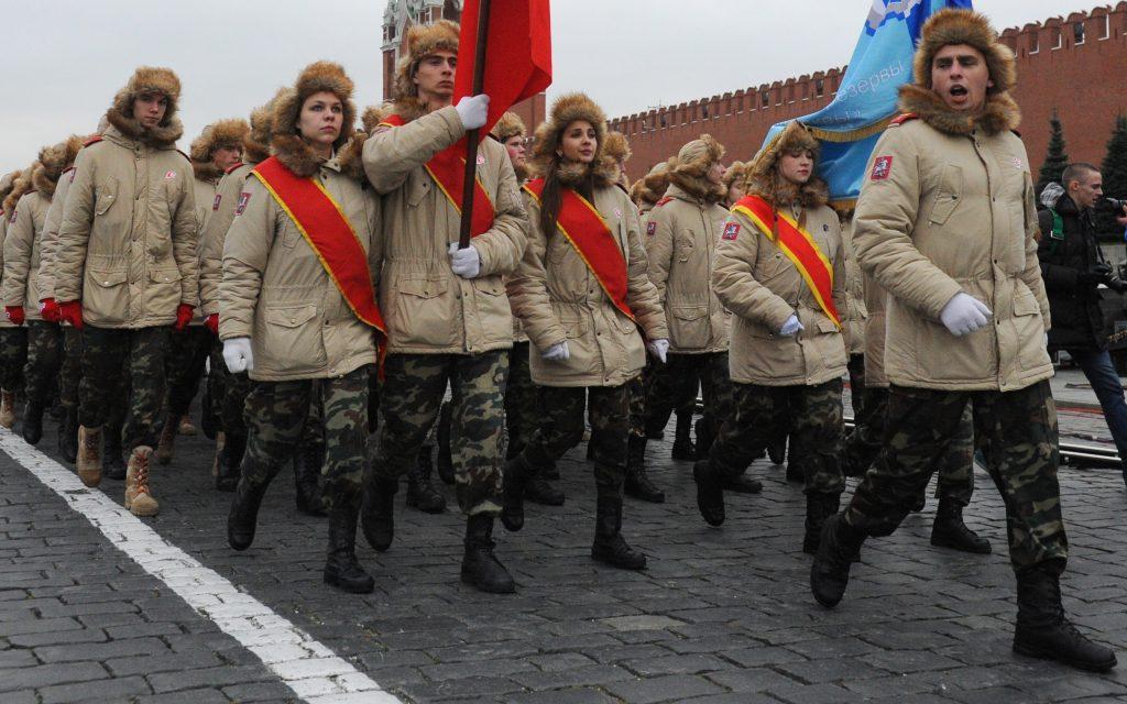Юнармейцы устроили флешмоб в Центральном музее Вооруженных сил