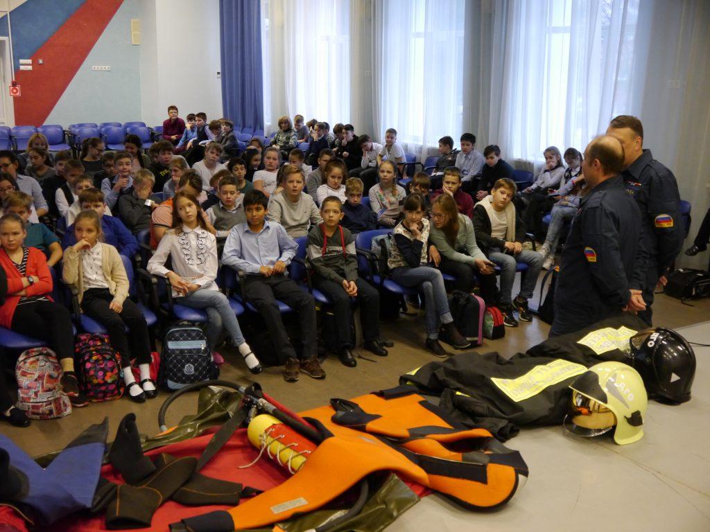 Мастер-классы, занятия и викторины о безопасности провели спасатели в Новой Москве