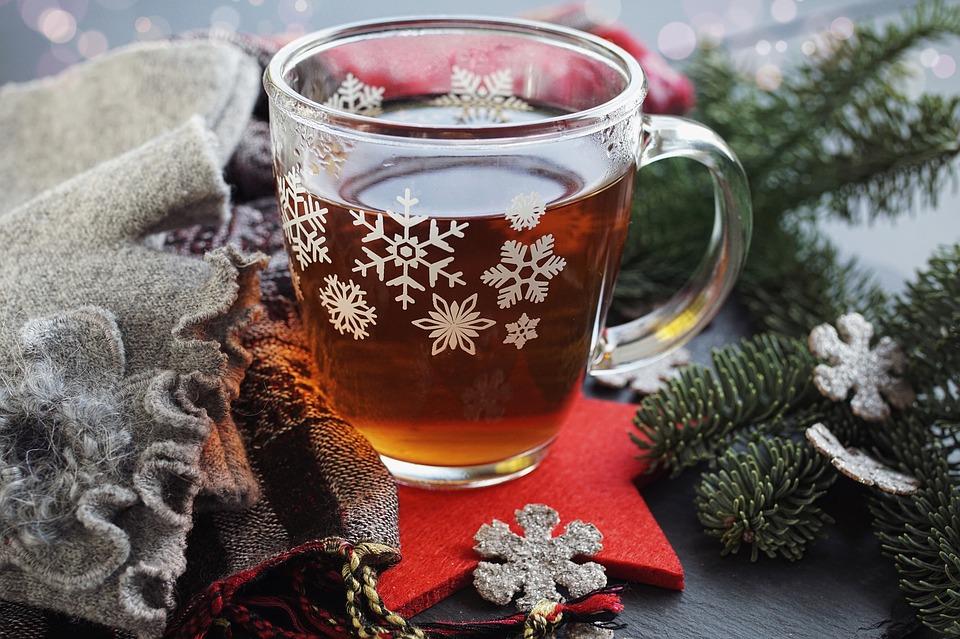 Вода, сок и травяной чай: самые подходящие напитки 1 января