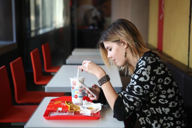 Роспотребнадзор в Москве проверит известную сеть ресторанов быстрого питания
