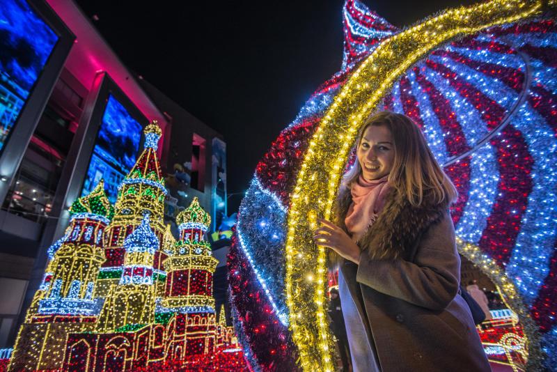 Новогодние поздравления от звезд кино и эстрады прозвучат в парках Москвы