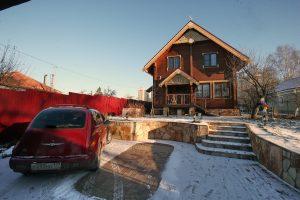Дом семьи Гаврилиных, перестроенный в третий раз, похож на терем. Фото: Виктор Хабаров