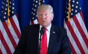 Дональд Трамп призвал уважать гимн США, но забыл его слова