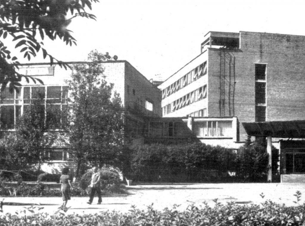 Здание Института физики высоких давлений, где Высоцкий выступал 28 апреля 1980 года. Фото: pastvu.com