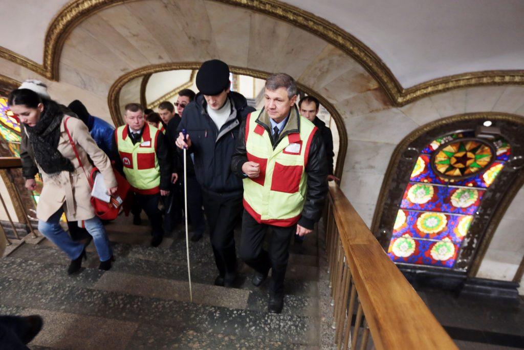 Работники метро помогут маломобильным москвичам на Рождество