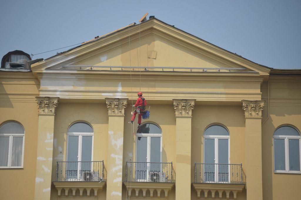 Фасад административного здания в Рязановском обновят к началу февраля
