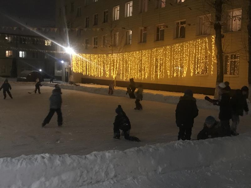 Каток для жителей Мосрентгена открыли представители Центра «Лидер»