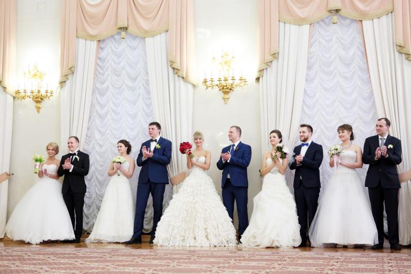 Около 15 пар поженятся в Троицке в День влюбленных