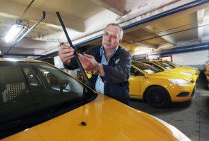 С 2016 года за парковками для такси начали следитьинспекторы МАДИ. Фото: Анна Иванцова
