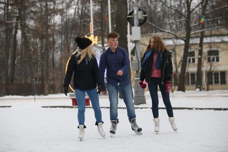 Катки в 16 парках Москвы сделают бесплатными для учащихся вузов и Татьян в День студента